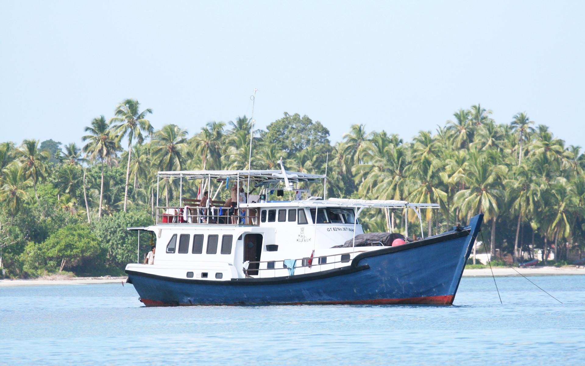 King Millenium 1, Surfing Mentawai