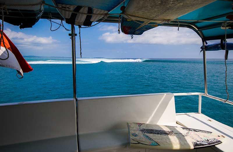 Surfing Mentawai King Millenium